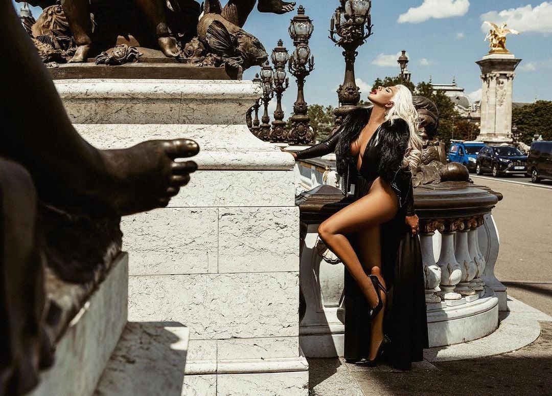 Андреа в провокативна фотосесия за световна марка дрехи